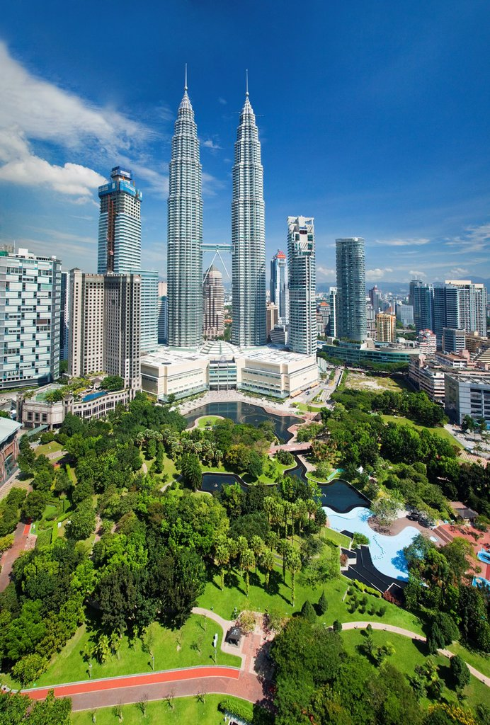 The Petronas Towers, Kuala Lumpur : Stock Photo