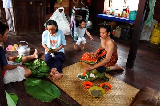 Lunch time for a Bidayu family, Kidding village, borneo highland, kuching, sarawak, borneo : Stock Photo