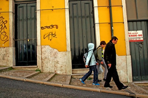 Stock Photo: 1566-775564 portals, sloping street, Lisboa.
