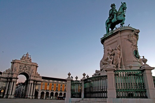 Stock Photo: 1566-775635 Dawn in Trade Square, bronze statue of Dom Jose I, Lisboa
