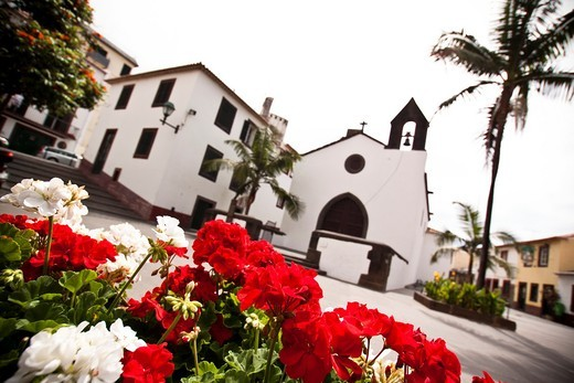 Old streets of Funchal, Madeira. : Stock Photo