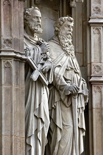 Stock Photo: 1566-777611 Statues of two apostles in the main entrance of the neo-Gothic Cathedral of Barcelona - Catalonia - Catalonia - Cataluña - Spain