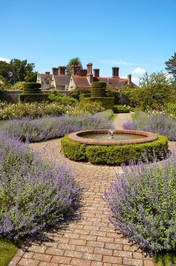 Stock Photo: 1566-785391 Lavender and Fountain, Borde Hill Gardens