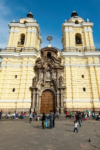 Stock Photo: 1566-786139 Toursits visiting Saint Francis Monestary Basilica y Convento de San Francisco de Lima in Lima, Peru