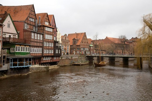 View of the Brausebrücke bridge and traditional half-timbered houses, Lüneburg old town, Lower Saxony, Germany : Stock Photo