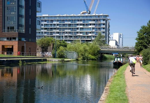 Stock Photo: 1566-787765 Mile End Park alongside Regents Canal, London