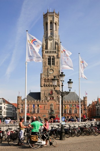 Markt, Bruges, Belgium, Europe  Bicycles parked in the historic market square with Belfy bell tower beyond : Stock Photo