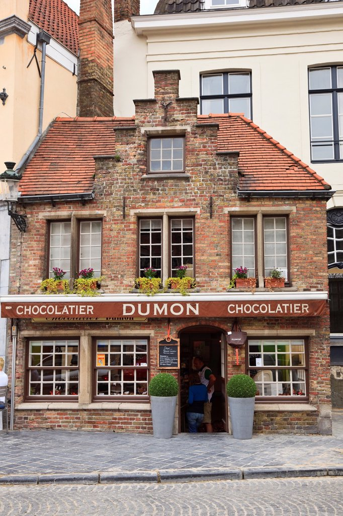 Bruges, East Flanders, Belgium Europe  Dumon chocolatier shop selling Belgian chocolates : Stock Photo