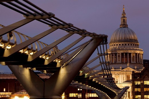 Stock Photo: 1566-788609 The Millennium Bridge and St Paul´s Cathedral, London, England