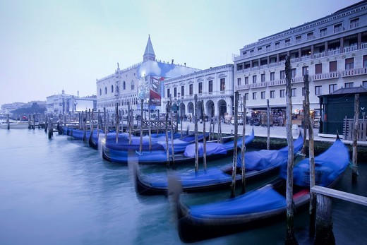Stock Photo: 1566-788758 Gondolas, near St Mark´s Square, Venice, Italy