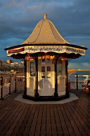 Stock Photo: 1566-788774 Artists Shop, Brighton Pier, Sussex, England
