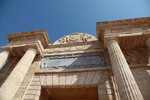Detail of the entrance to the Roman bridge in Cordoba, Andalusia, Spain : Stock Photo