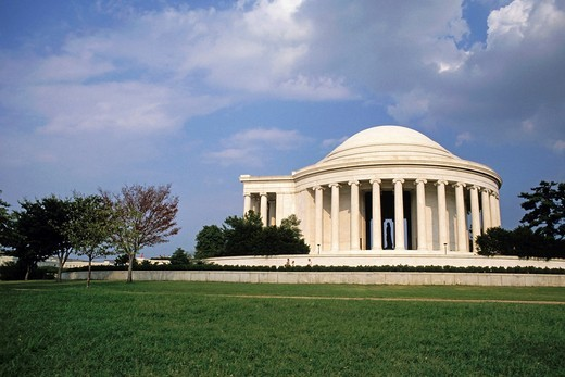 Jefferson Memorial seen across a neat green lawn, Washington DC, USA : Stock Photo