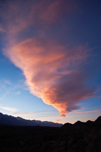 Sierra Wave - Lenticular cloud at sunset over Sierra Nevada mountains, Alabama hills, California, USA : Stock Photo