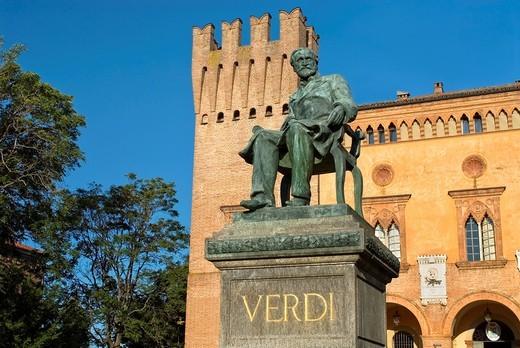 Stock Photo: 1566-794061 Verdi Monument in front of the Rocca Pallavicino, Emilia-Romagna, Italy