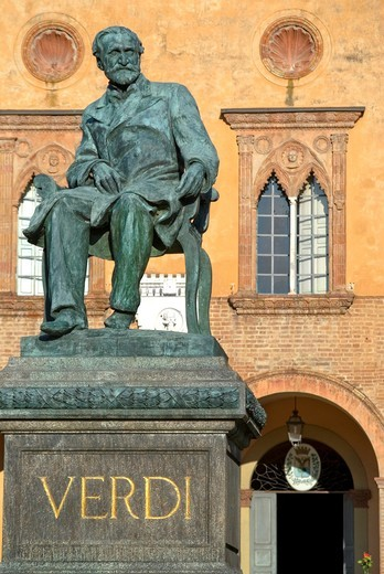 Verdi Monument in front of the Rocca Pallavicino, Emilia-Romagna, Italy : Stock Photo