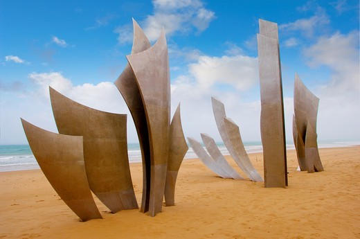 Stock Photo: 1566-795360 ´the Brave Men´ scupture in the sand at Omaha D Day landing beach, Normandy, France