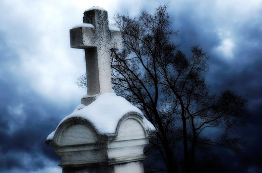 Stock Photo: 1566-796867 Storm clouds approaching Christian gravestone