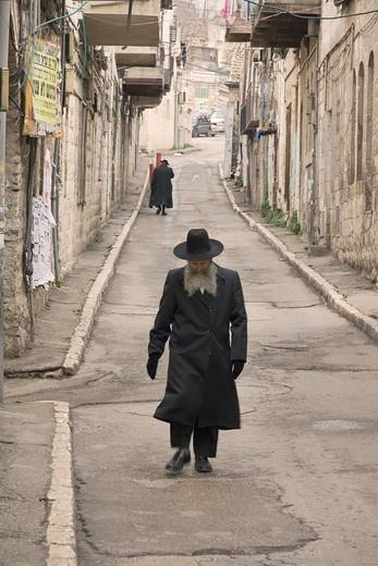 Orthodox jews walking in the Mea Sharim area of Jerusalem, Israel : Stock Photo