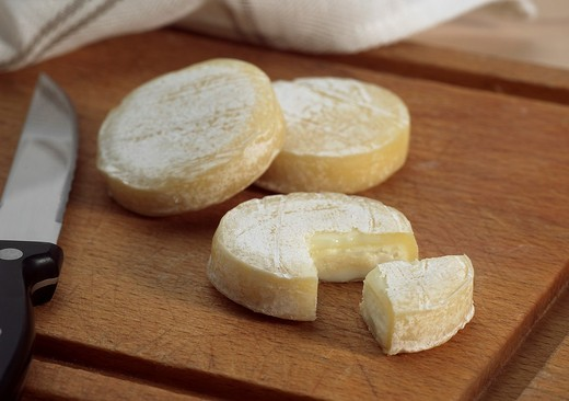 ROCAMADOUR, FRENCH GOAT CHEESE : Stock Photo