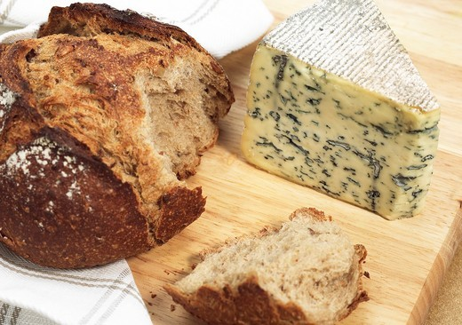 BRED WITH BLEU DES CAUSSES, A FRENCH CHEESE MADE WITH COW´S MILK : Stock Photo