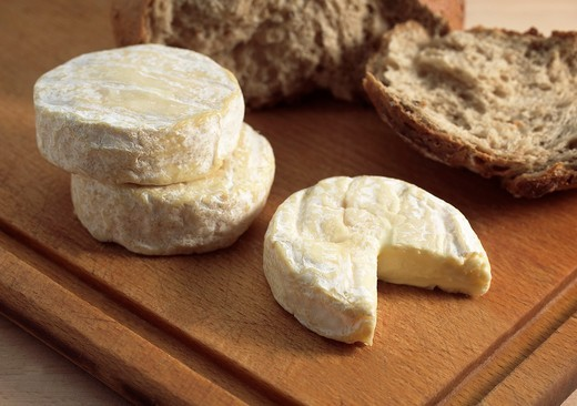 SAINT MARCELLIN, A FRENCH CHEESE MADE FROM COW´S MILK : Stock Photo