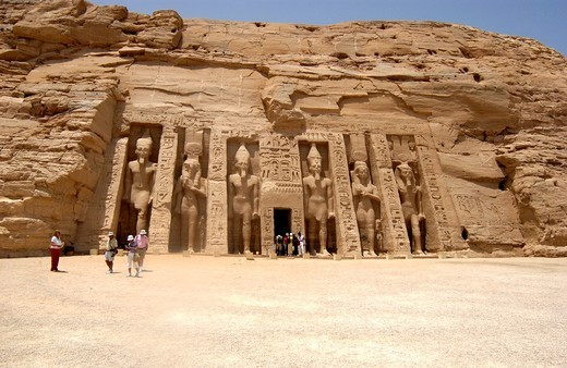 Tourist´s at the Temple of Ramesses II, Abu Simbel, West Bank of Lake Nasser, Southern Egypt : Stock Photo
