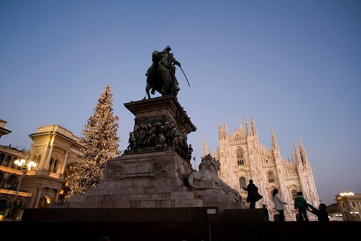 Duomo Square, in the heart of Milan, is presiding by a large equestrian statue about ´Victor Manuel II´  Milan, Lombardy, Italy, Europe : Stock Photo