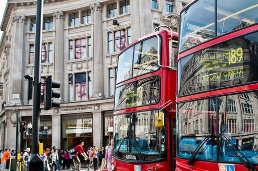London buses and United Colors of Benetton shop on Oxford Circus, London, UK : Stock Photo