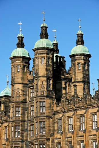 Ogee turrets of Dondaldson College, Edinburgh Scotland Built in Tudor style, completed 1851 Built by a legacy from Sir James Dondaldson and the architect was William Playfair Used to hold German and Italian prisoners of war in World War 2 : Stock Photo