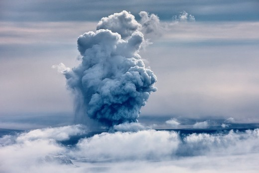 Grimsvotn Volcanic Eruption in the Vatnajokull Glacier, Iceland The eruption began on May 21, 2011 spewing tons of ash, initially the plume was over 20 kilometers high : Stock Photo