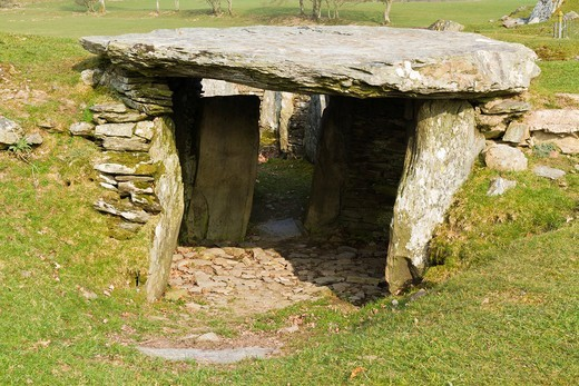 Capel Garmon burial chamber, UK : Stock Photo