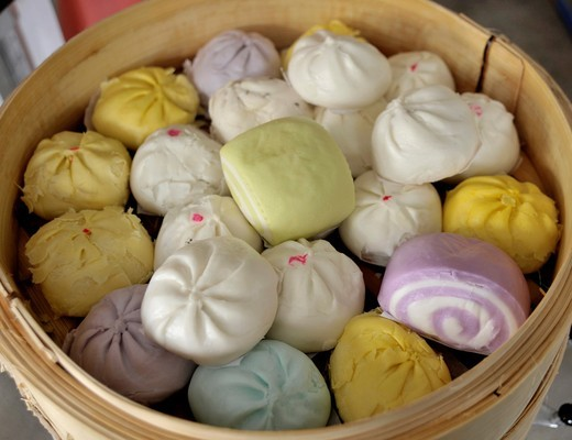 dumplings and colourful buns, chinese delicacy, chinatown , bangkok, thailand : Stock Photo