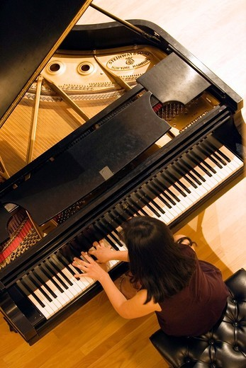 Stock Photo: 1566-811290 Pianist playing piano in concert