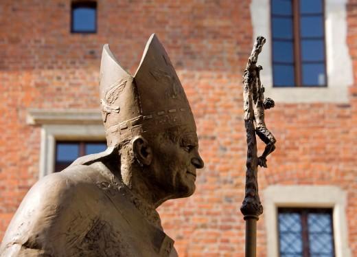 Stock Photo: 1566-812802 Poland, Krakow, Pope John Paul II monument at Wawel Hill
