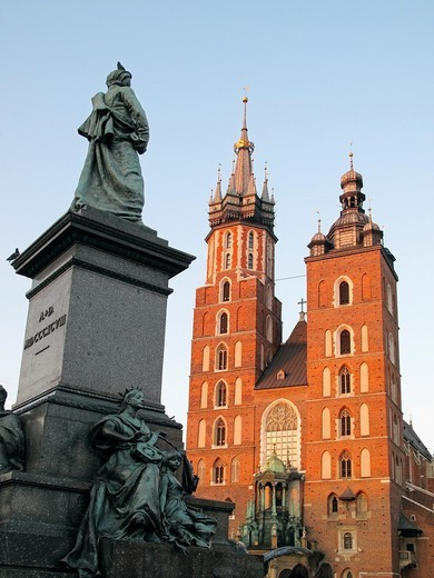Stock Photo: 1566-813203 Poland, Krakow, Monument of great Polish poet Adam Mickiewicz and St Mary the Virgin Basilica at Main Market Square