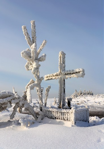 Stock Photo: 1566-813240 Winter scene, wooden chapel by a road