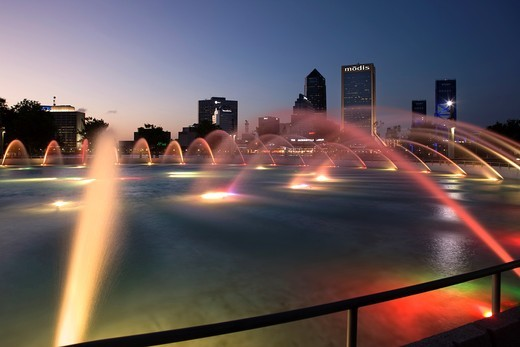 Stock Photo: 1566-816325 FRIENDSHIP PARK FOUNTAIN DOWNTOWN SKYLINE JACKSONVILLE FLORIDA USA