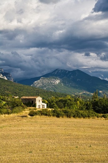 A farmhouse near Moustiers-Sainte-Marie with an oncoming thunderstorm, Provence, France, Europe : Stock Photo