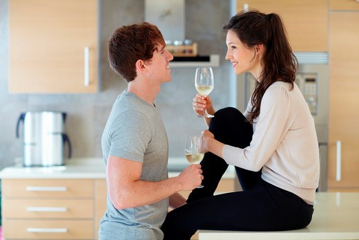 Stock Photo: 1566-820120 Young couple in kitchen