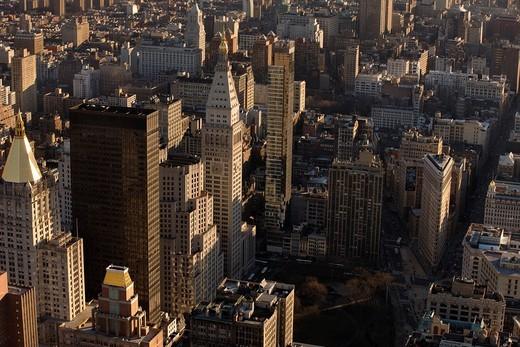 MIDTOWN SKYLINE LOOKING SOUTH DOWNTOWN MANHATTAN NEW YORK CITY USA : Stock Photo