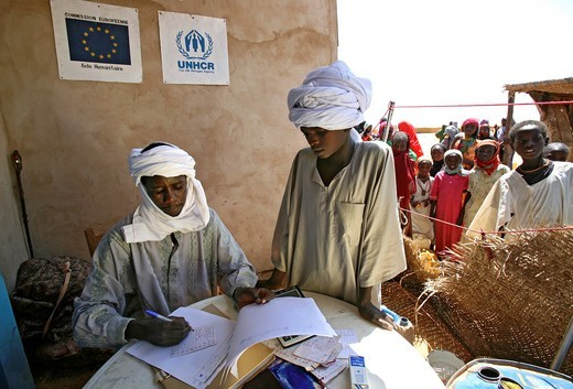 relief distribution to refugees in Chad : Stock Photo