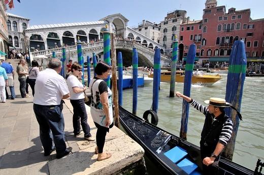 Stock Photo: 1566-824576 The Rialto Bridge (Italian: Ponte di Rialto). One of the four bridges spanning the Grand Canal. The present stone bridge, a single span designed by Antonio da Ponte, was completed in 1591. Venice, Veneto, Italy.