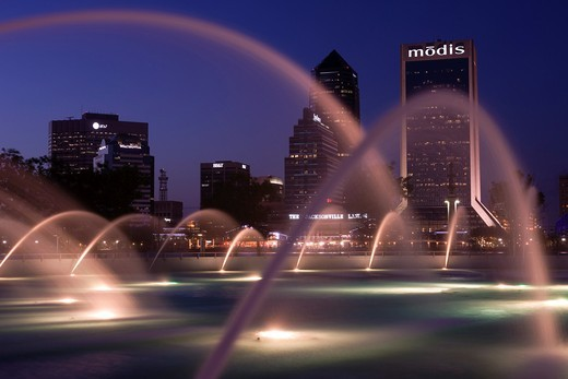 FRIENDSHIP PARK FOUNTAIN DOWNTOWN SKYLINE JACKSONVILLE FLORIDA USA : Stock Photo