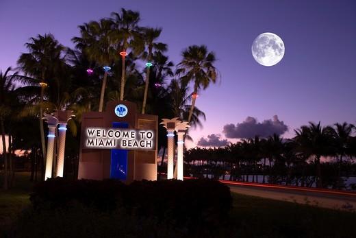 WELCOME TO MIAMI BEACH SIGN MIAMI BEACH FLORIDA USA : Stock Photo