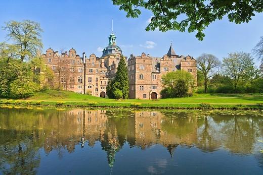 Bueckeburg Castle and lake, Lower Saxony, Germany, Europe : Stock Photo