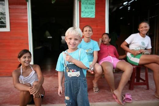 Life in a slum, Barrancabermeja, Colombia : Stock Photo