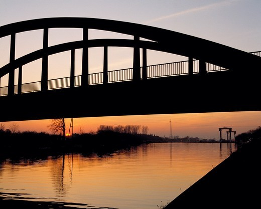 D-Huenxe, Lippe, Wesel-Datteln Canal, nature reserve Hohe Mark, Lower Rhine, Ruhr area, Rhineland, North Rhine-Westphalia, NRW, canal bridge across the Wesel-Datteln Canal before the lock, canal lock, evening mood, sunset, afterglow, backlight, silhouette : Stock Photo