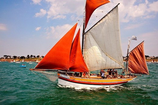 Stock Photo: 1566-829959 France, Morbihan 56, The Gulf of Morbihan Gulf during the week of May 30 to June 5, 2011, the work boats, gaff ketch