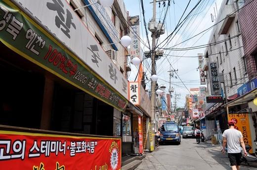 Seoul (South Korea): street in Itaewon : Stock Photo